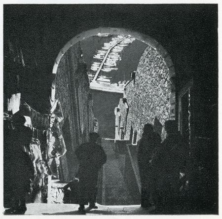 Ivor De Wolfe and Kenneth Browne. Civilia. Architectural Press London 1971, 120